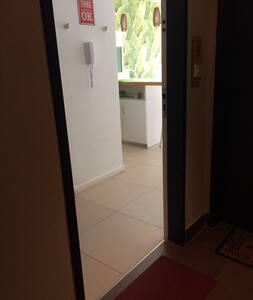 No hay escalones en la entrada ni dentro del apartamento