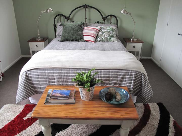 Vineyard BNB, separate Guest area, breakfast incl