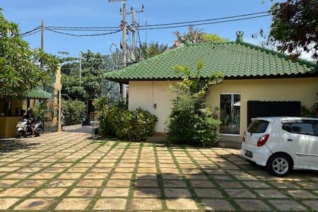 Villa 2 parking