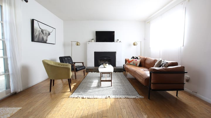 ☀️ Mid Century - Walkable with Fireplace