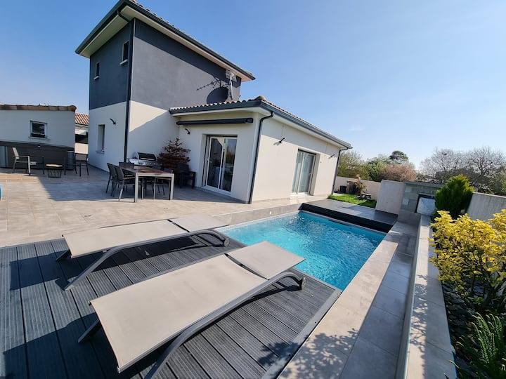 Maison familiale avec piscine et jacuzzi