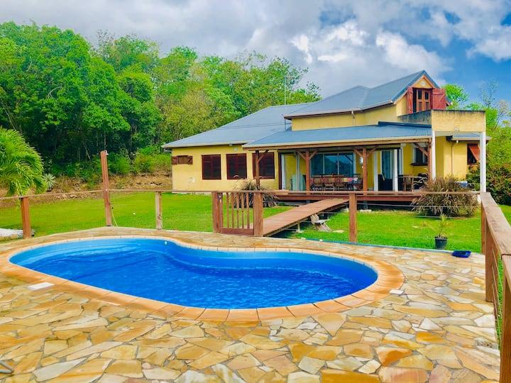 Villa avec piscine,  jardin, vue sur mer, wifi