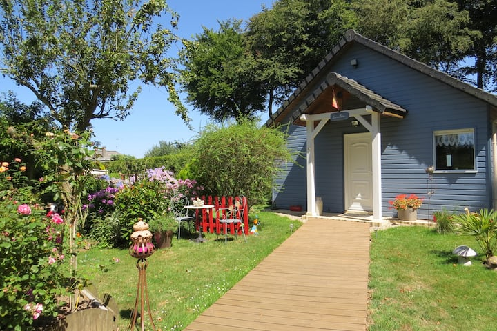 La Maison bleue à la campagne à 6 km de la mer