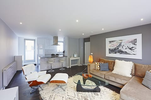 CLEAN FULLY LOADED PENTHOUSE| 2 BEDS, BATHS, DECKS