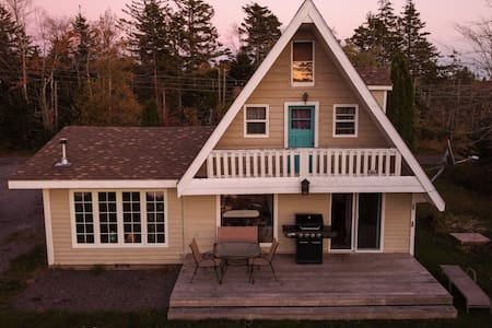 Hunts Lake Cottage- Relax and recharge at the lake