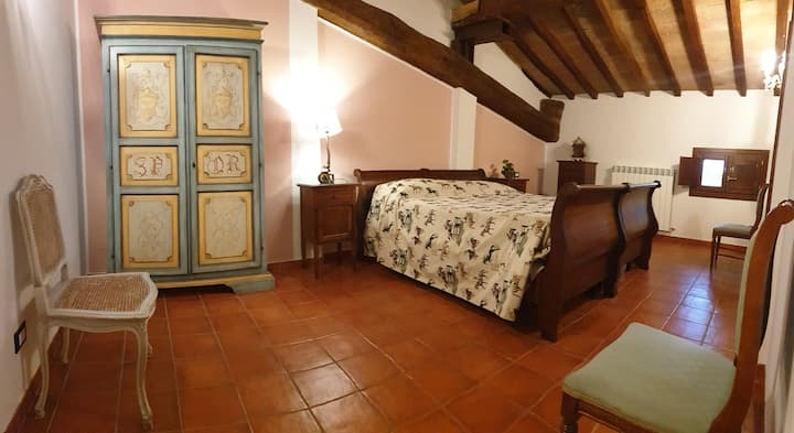 Country villa : Enchanting flat , parking , wifi