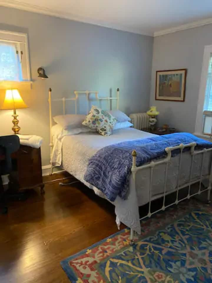 Cozy Rooms - Close to CCF, UH, CWRU, & Downtown