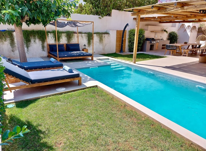 Charming & Design Villa with Private Pool (8 Pax)