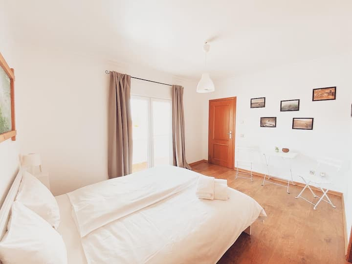 Friendshouse/Privat room with own bathroom/balcony