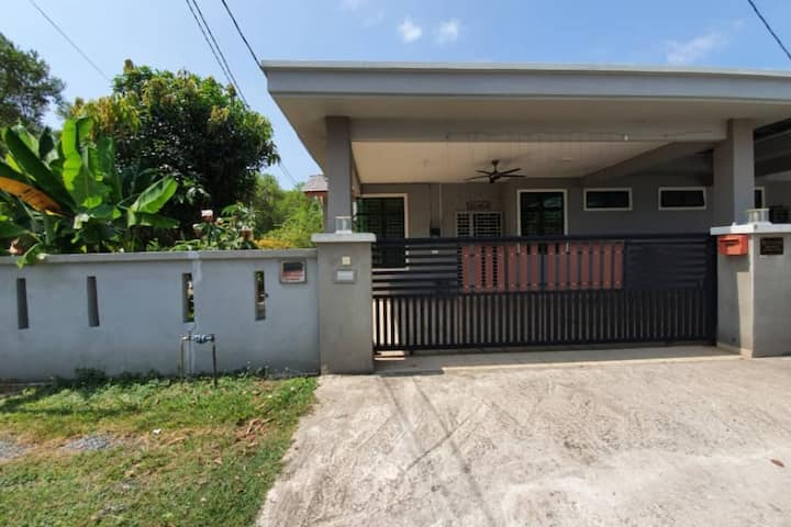 Kerteh Semi-D with 4 Bedrooms (AIRCOND, WIFI)