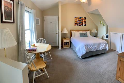 Fox Hollow Inn Falls Suite