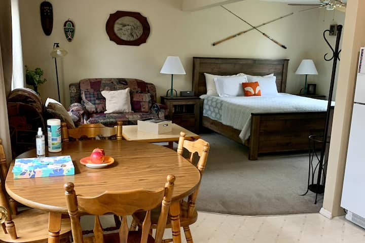 Fox Hollow Inn Rivers Suite