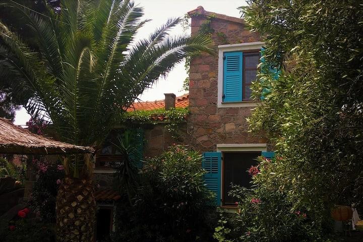 Moliwos,  Denkmalgeschütztes Haus mit Garten