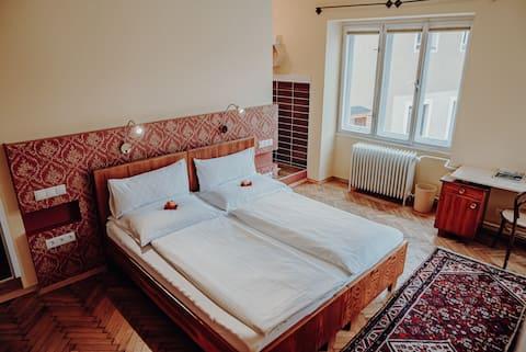 Morgensonne am Dorfplatz - Honigzimmer