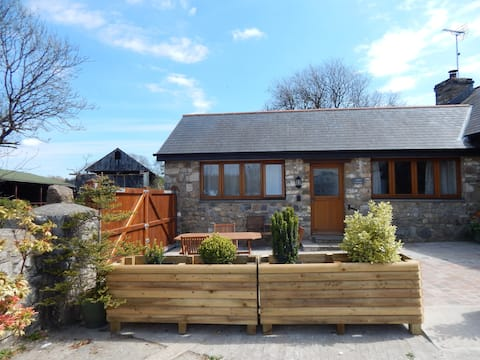 Holly Cottage, Burry farm