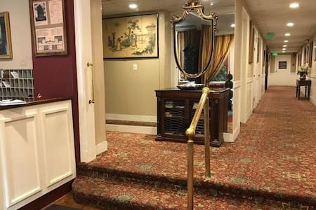 Main entrance hallway to the elevator.