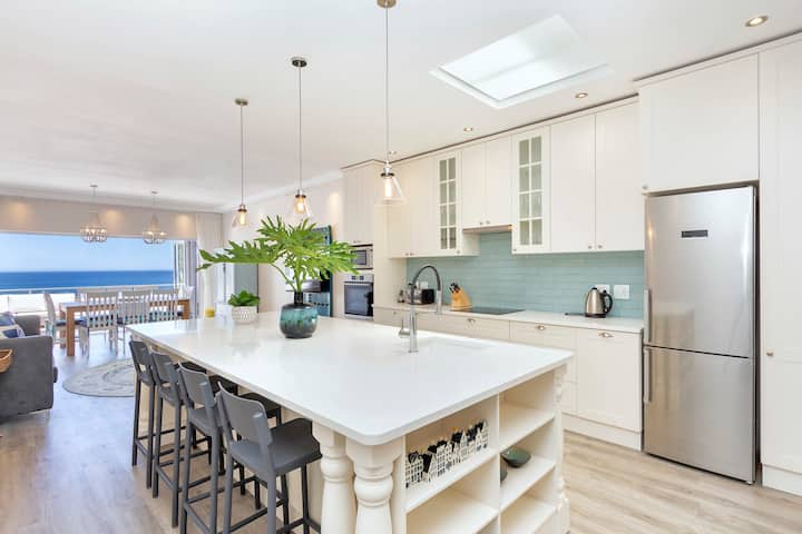 Summer Place - Newly Renovated Townhouse