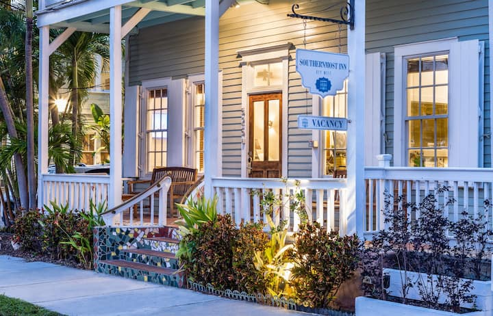 Southernmost Inn Private King Room with Breakfast