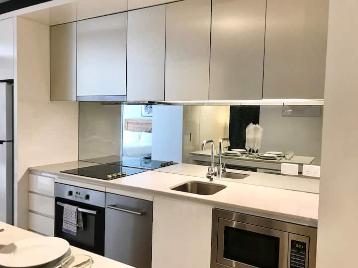 Modern Two Bedroom Apartment in Melb city