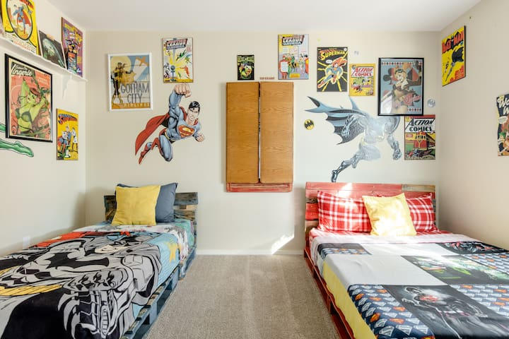 DC Universe themed room, full & twin size beds. Large mirror and full closet