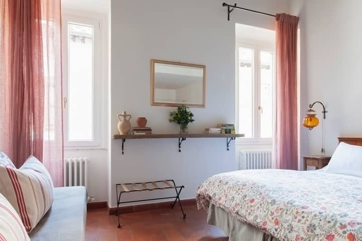 Bright & Romantic Room Steps From Santa Croce