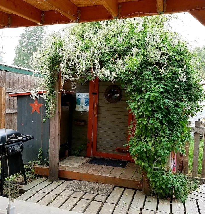 """Montana Rustic Cabin called """"Dirty Pete's"""" 5-Star"""
