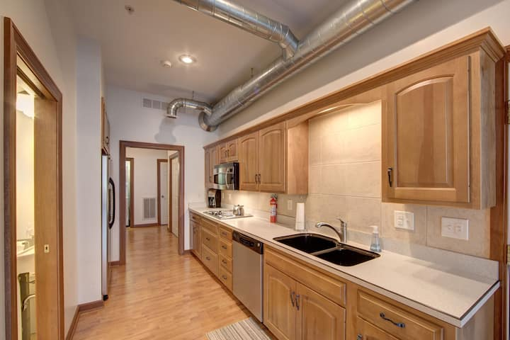 Downtown Lofted Suite on the Square*