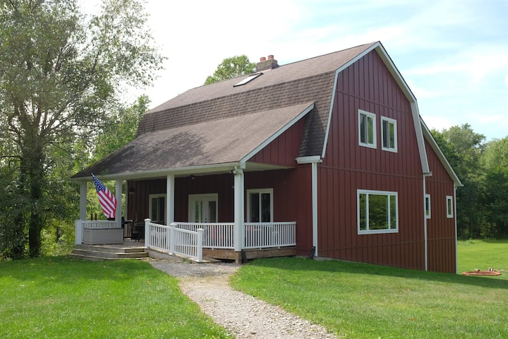 Rustic, spacious w/acres for large families