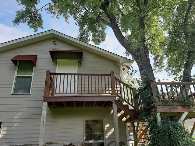 TreeHouse Haven, Very Private, Great Location