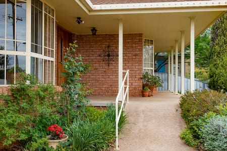 There is a ramp onto the verandah with a hand rail. The entrance to the apartment is along the verandah in front of the bay window which is not very wide. I would NOT recommend this for wheel chair access.