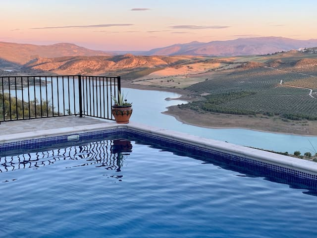 Cottage with view over Lake Andalucia
