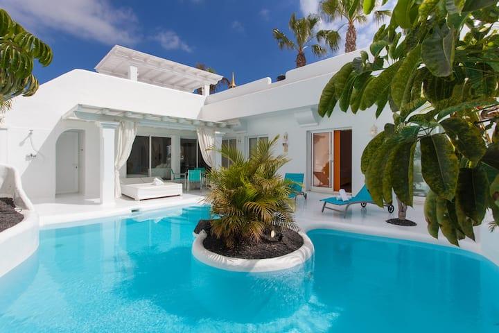 Villa 8.1 Lujo piscina climatizada, jacuzzi AC