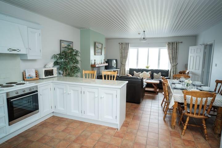 4 bedroom suite in centre of Doolin village.
