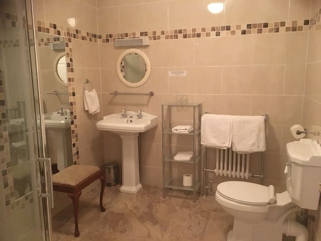 En-suite bathroom to bedroom 3