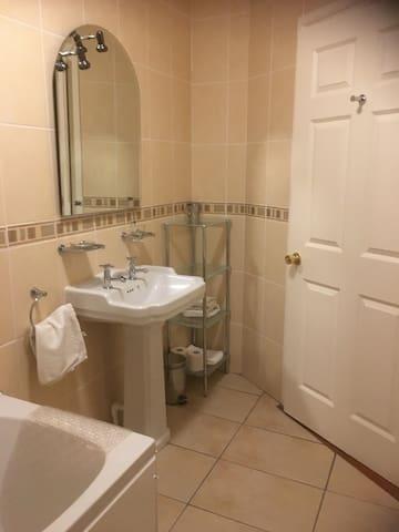 En-suite bathroom to bedroom 1