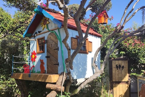 House with garden and tree house 150m to the beach