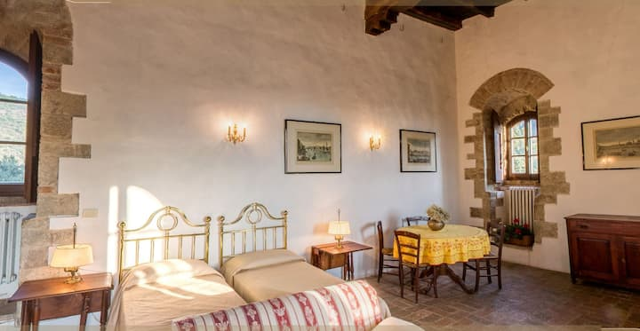 Medieval tower 1st floor. Florence 15 km. 55 sqm.