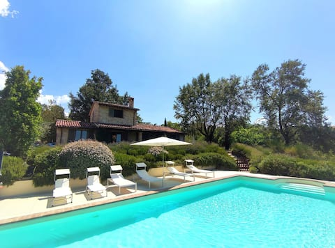 Gorgeous Villa, huge pool, stunning view near Todi