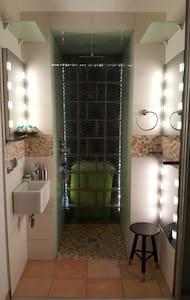 leichter Reisen mit eingeschränkter Mobilität - bodentiefes Bad, alle Räume auf einer Ebene