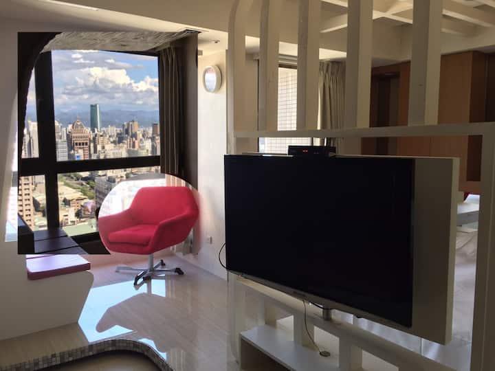 台中市景觀房&落地窗&陽台&浴缸&沙發&廚房式吧檯