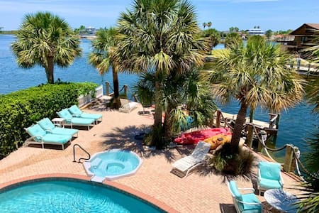 Gulf Front, Private Home w/Pool+Hot Tub