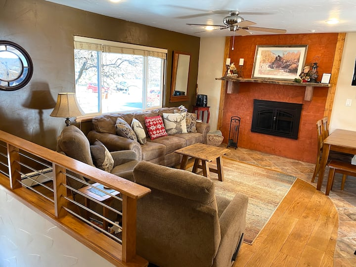 "Perfect ""Home Away From Home"" NearTown w/ Hot Tub!"
