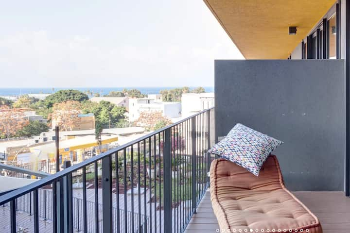 Sea View Balcony w/Pool,Gym,Free Parking!
