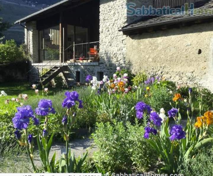 Beautiful big house with garden, 1h30 from Geneva