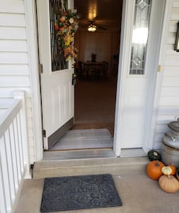 3 ft. entrance w/ 4 in. service step.