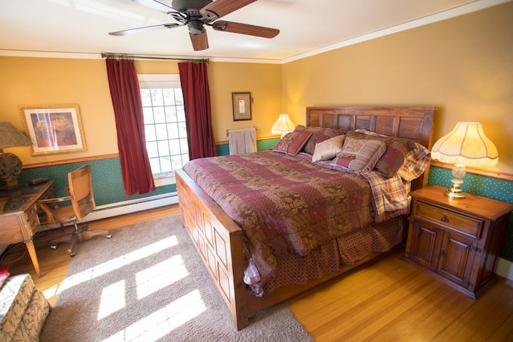 Historic Eagle Manor, king bedroom #3499