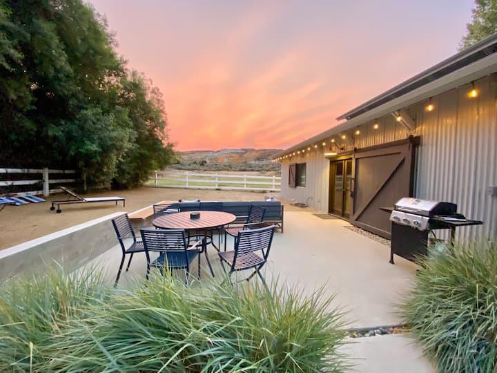 Triumph Oaks Modern Ranch Guest House