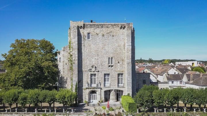 Maison de Famille du XIIième, monument historique.