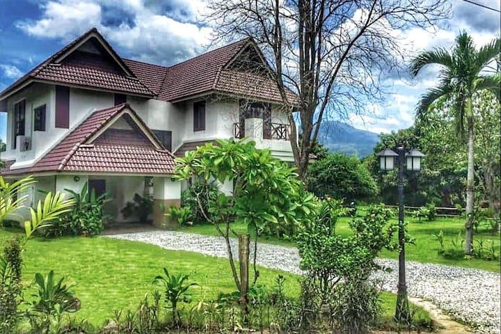 Frangipani Villa, Quiet Area, Scenic Mountain View