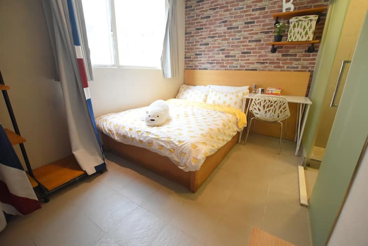 MTR 2 min Private Suite, Large Bed